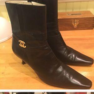 Gorgeous Chanel RightLOGO Soft Blk Lthr Heel Boots