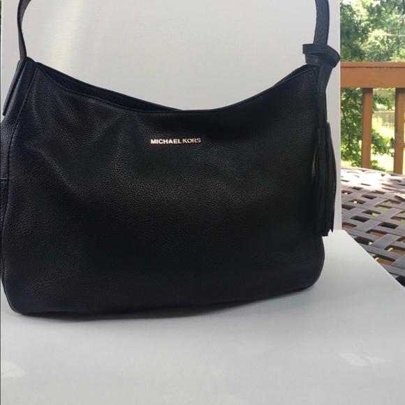 1635b04e0a54 MK Ashbury Large leather shoulder bag. M 5a3079229c6fcf0bc500cb41