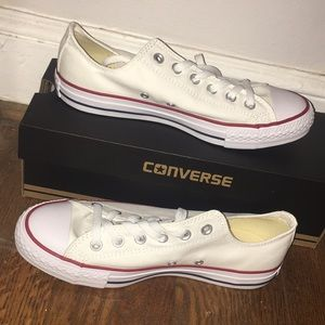 White low top converse NEVER WORN size W9!!