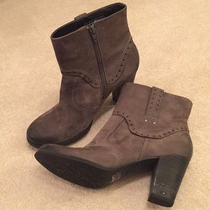 Clarks Artisan Gray nubuck Leather booties