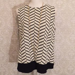 Pleione Sleeveless chevron top with zipped back