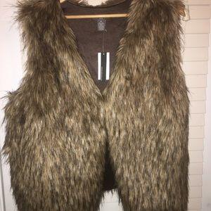 Chelsea & Theodore faux fur vest