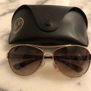 Ray-Ban Pilot Style Aviator Sunglasses