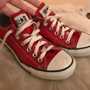 RED CONVERSE SHOES SIZE 7