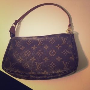 Authentic Louis Vuitton Purse!