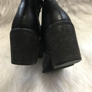 Forever 21 Shoes - Forever 21 lace up heels size 7