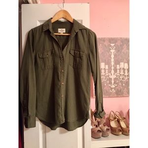 American Eagle Button Up Top