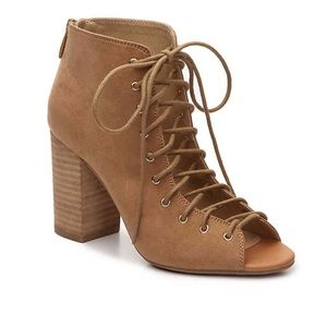 Camel colored lace up heel.