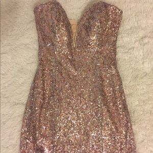 Sequined Dress. Color: light pink