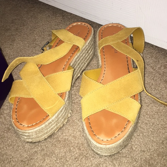 3210469a671 American Eagle Outfitters Shoes - American Eagle platform sandals