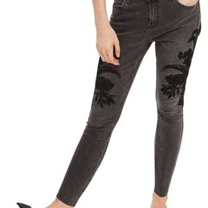 TOPSHOP Moto – Embroidered Raw Hem High Waist Jean