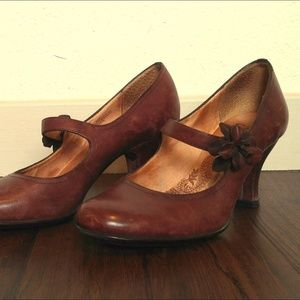 Sofft Brown Leather Pumps w/ flower decoration 6.5