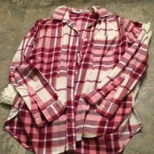 Old navy plaid boyfriend shirt size medium NWOT