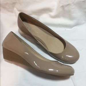 New nude/tan patent leather wedges size 11