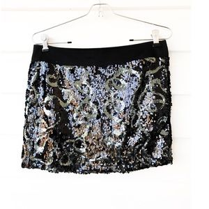 FOREVER 21  XXI  Silver Black Sequin mini skirt