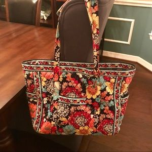 Vera Bradley Get Carries Away Tote. RETIRED!
