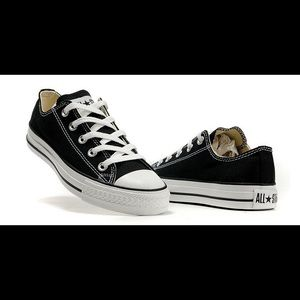 Converse all star Women shoes size 9
