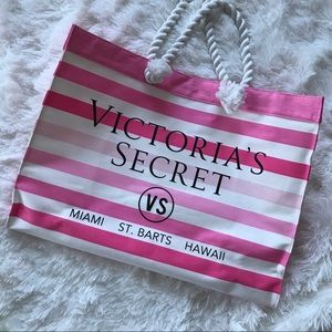 ✨Free w/ any purchase✨ VS Bag