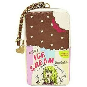 Ice cream sandwich wristlet clutch