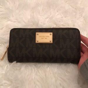 Michael Kors brown / tan / gold zip wallet !