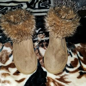 GIRLS OLD NAVY FAUX FUR TAN BOOTS / SIZE 2