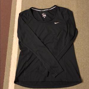 Nike running top sz M. Like new. Dri-fit