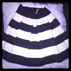 Other - Beautiful Small Black n white dressy skirt