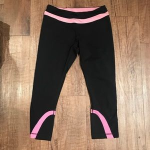 Black and pink lululemon athletica cropped capris