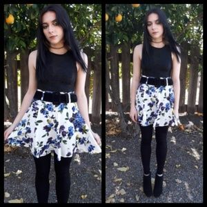 Darling vintage 80's mini skirt by Paris blues!