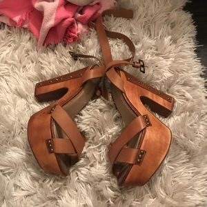 Re-posh super cute brown platform heels never worn