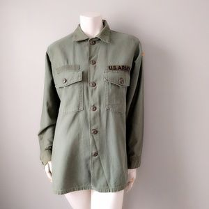 VTG Distressed US Army Patch Fatigue Shirt S M