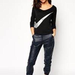 NIKE Women's Long-Sleeve T-shirt