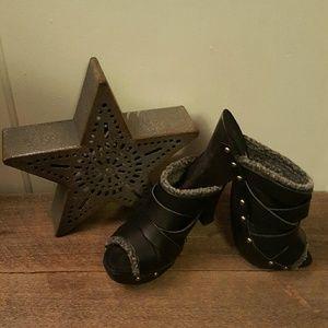 Max Studio black clog heels