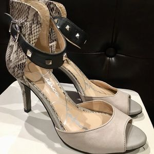 😍Jessica Simpson open toe heel with ankle strap😍