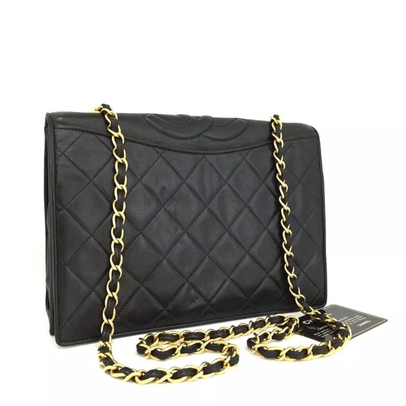 700d34bcf37ff CHANEL Handbags - Chanel Quilted Matelasse CC Lambskin Chain Bag