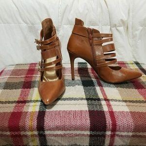 Size 10, slightly worn, brown Gianni Bini heels