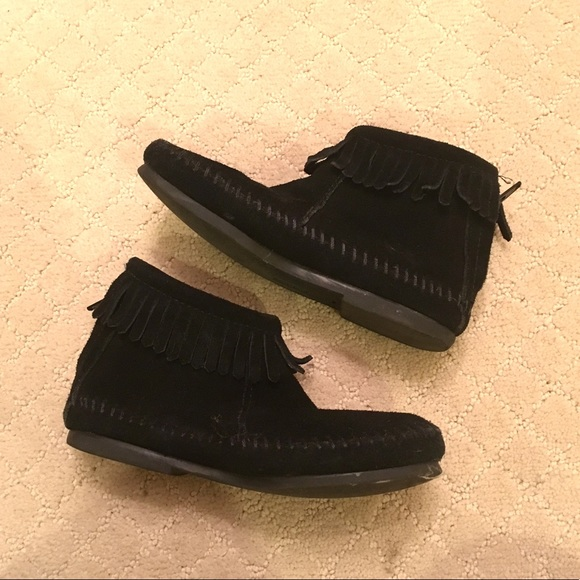 03161bc0f7124 Girls Minnetonka Moccasin Boots size 13c