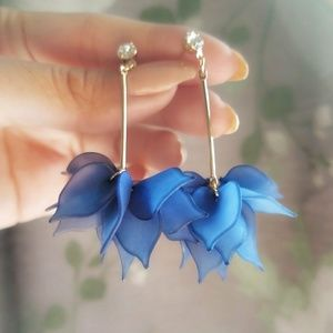 NEW 💥 Blue Petal Earrings
