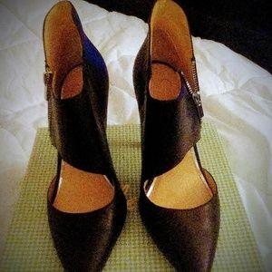 Jessica Simpson blk heels