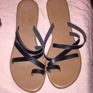 OLD NAVY BLACK STRAPY SANDALS!