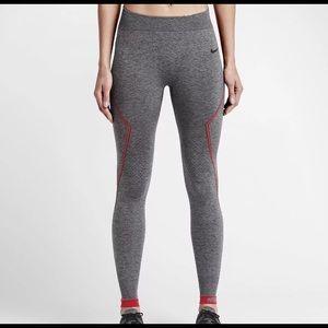 NWT, Nike Limitless Hyperwarm tights, navy, Medium