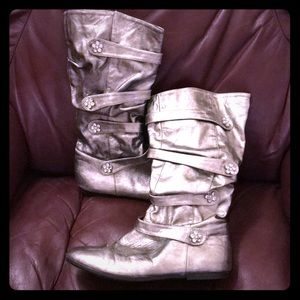 The children's place size 5 silver boots