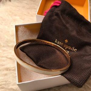 Kate Spade: White Bangle 12 karat Gold-plated
