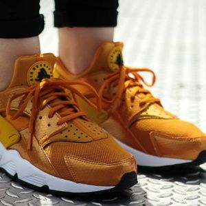 Nike Women's Air Huarache Sunset Gold Dart