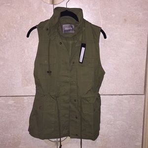 Olive green utility vest NWT size small