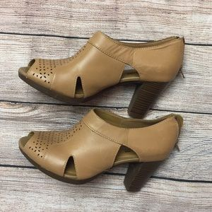 Clarks Collection Soft Cushion Heels. Size 9