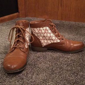 Short brown leather boots