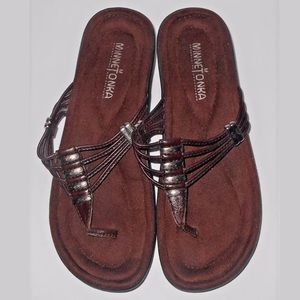 Minnetonka Brown Leather Thong Sandals