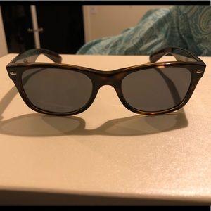 Brand new women's Ray Ban sunglasses 2132