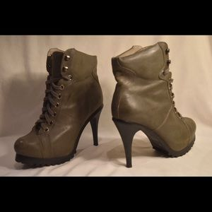 LEVITY LEATHER ANKLE BOOTS 8.5
